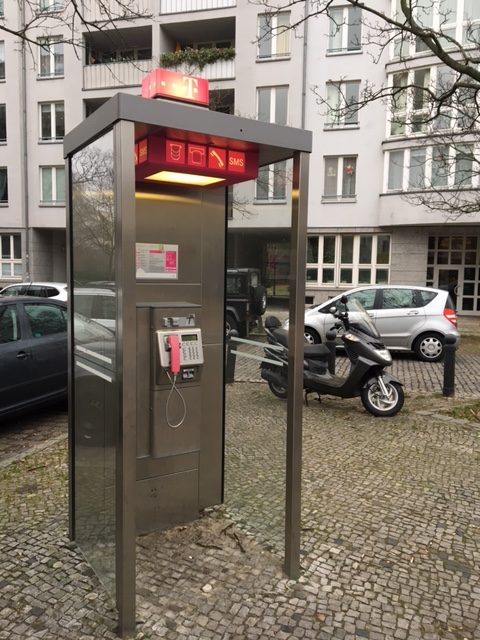 Telephone_booth_berlin_2017